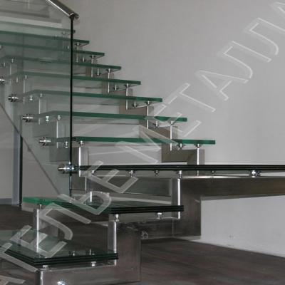 Лестницы из стекла и металла